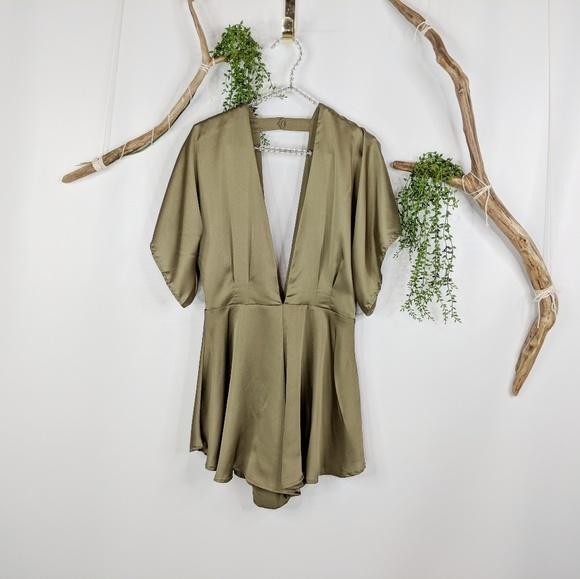 b499d3cb6f2 Lioness Pants - NWOT LIONESS Warhol silky romper olive green 0668